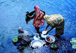Women washing vegetables and utensils using sari filters
