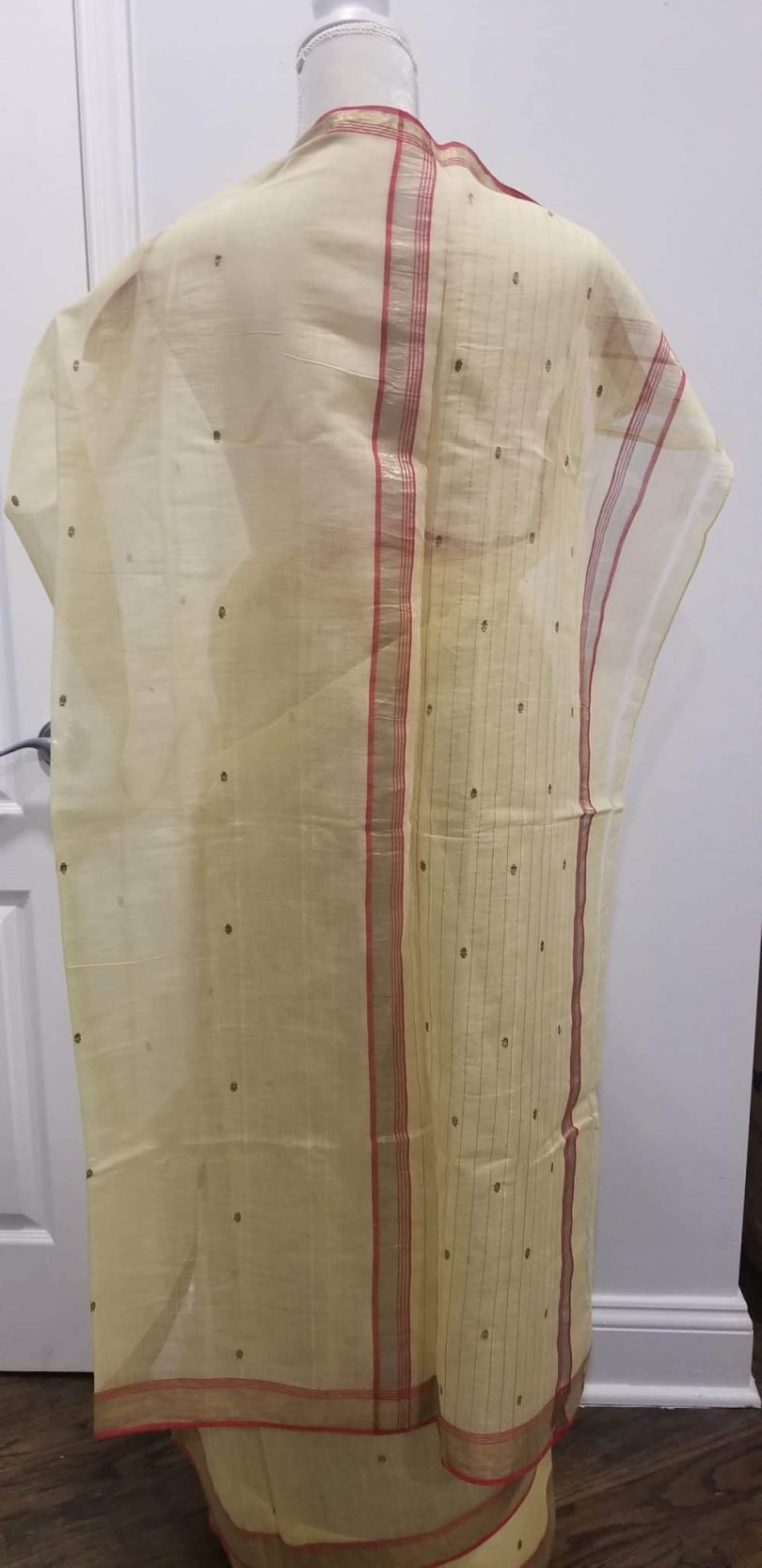 palu of beige saree with red border